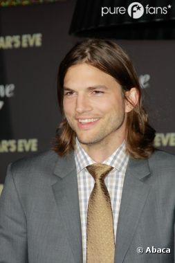 Ashton Kutcher craque pour Mila Kunis !