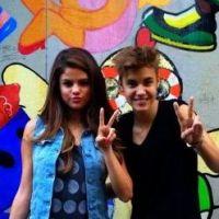 Selena Gomez et Justin Bieber : une photo de couple adorable et made in Japan ! (PHOTO)