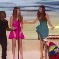 Selena Gomez : son incroyable anniversaire aux Teen Choice Awards ! (VIDEO)