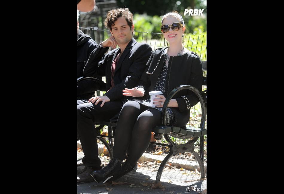 Penn Badgley et Michelle Trachtenberg tout sourire pour le tournage de Gossip Girl