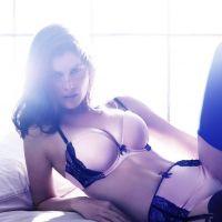 Laetitia Casta : un hiver chaud bouillant pour H&M ! (PHOTOS)