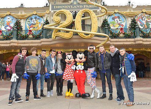 Union J s'éclate avec Ella Henderson à Disneyland Paris !