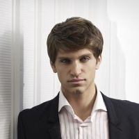 Pretty Little Liars saison 3 : la technique hot de Toby pour distraire Spencer ! (SPOILER)