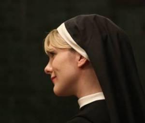 Sister Mary Eunice se fait tuer par Monseigneur Timothy Howard dans American Horror Story