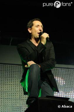 Gad Elmaleh va maintenant tenir le micro pour chanter avec les Enfoirés !