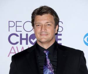 Nathan Fillion et ses deux prix pour Castle aux People's Choice Awards