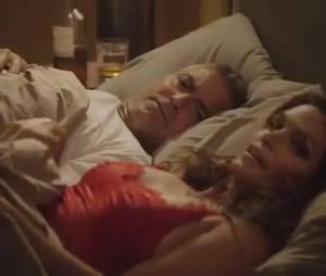 George Clooney se met en scène dans un lit avec Cindy Crawford pour les besoins d'une pub pour sa marque de tequila Casamigos.
