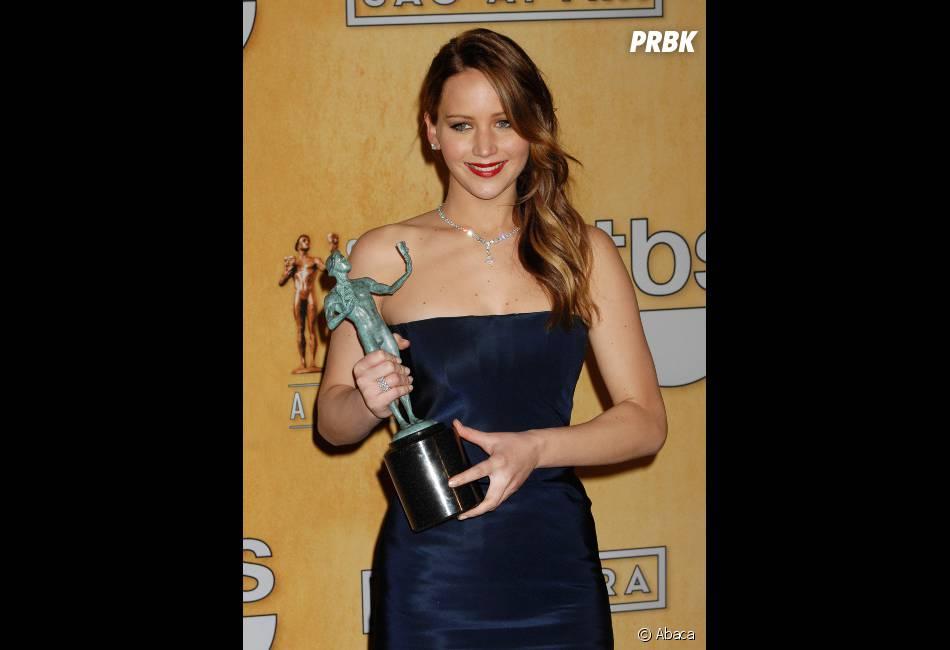 Jennifer Lawrence très émue de recevoir son premier SAG Awards