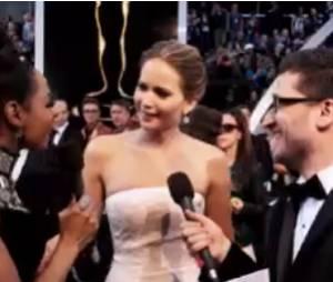 Jennifer Lawrence essaie de lui arranger des coups