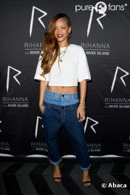 Rihanna souriante, mais en retard, à soirée auDSTRKT