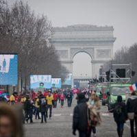 "Mariage pour tous : Christine Boutin ""gazée"", les ""anti"" crient au scandale"