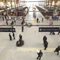 """SNCF : """"Ni Noirs ni Arabes"""" pour recevoir Shimon Peres ? Accusations et polémique sur les rails"""