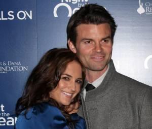 Daniel Gillies et Rachael Leigh Cook attendent un enfant