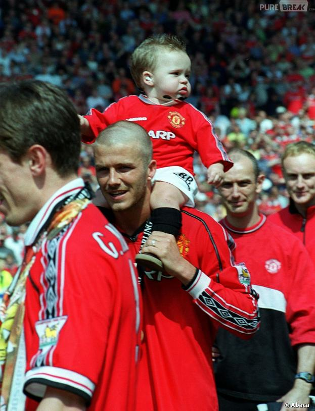 David Beckham en 2000, crâne rasé à la Barthez