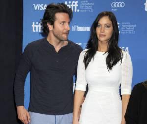 """Jennifer Lawrence et Bradley Cooper, nouveau """"couple"""" d'acteurs depuis Happiness Therapy."""