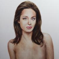 Angelina Jolie : après sa mastectomie, un portrait choc mis aux enchères