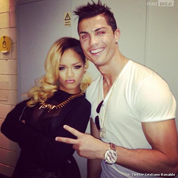 Cristiano Ronaldo pose avec Rihanna à la fin de son concert à Lisbonne
