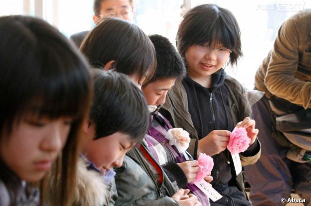 """Au Japon, l'""""eye-ball licking"""" fait fureur dans les cours de récré"""