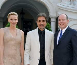 Joe Mantegna entouré du Prince Albert et de Charlene Wittstock pendant le Festival de télévision de Monte Carlo 2013