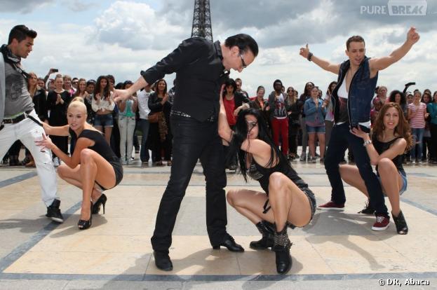Danse avec les Stars : Flash Mob au pied de la Tour Eiffel le 25 juin 2013.