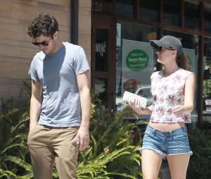 Adam Brody et Leighton Meester dans les rues de L.A, le 22 juin 2013