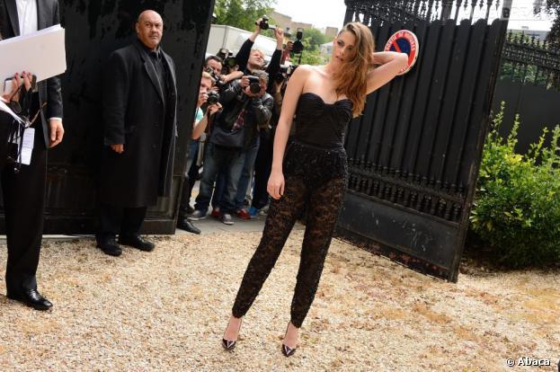 Kristen Stewart sexy pour assister au défilé Zuhair Murad, le 4 juillet 2013 à Paris
