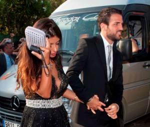 Cesc Fabregas et sa compagne arrivent au mariage de Xavi, le 13 juillet 2013 en Catalogne