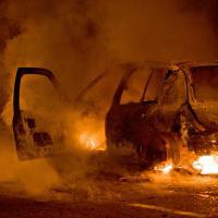 Violences à Trappes : de fausses photos sur Twitter et des dérapages policiers sur Facebook font polémique