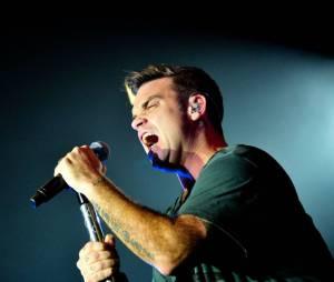 Robbie Williams sait comment faire parler de lui dans les médias.
