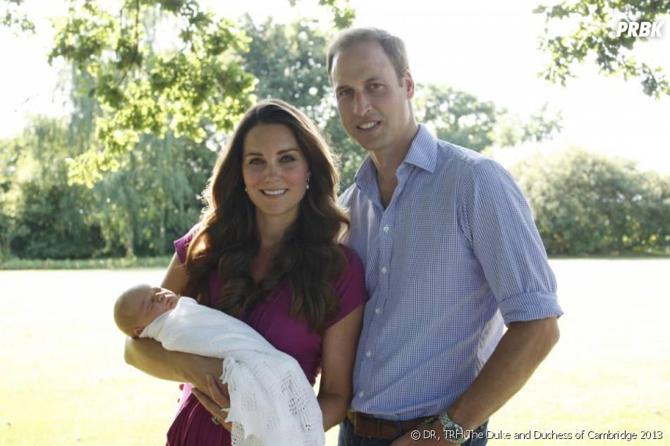 Kate Middleton et Prince William : premières photos officielles avec le Royal Baby en robe fuchsia