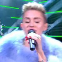 Miley Cyrus au Grand Journal : des nains, des ours et un festival de langues tirées