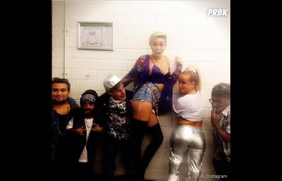 Miley Cyrus et son groupe de nains