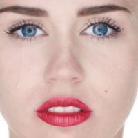"""Miley Cyrus nue dans son clip Wrecking Ball : """"une expérience émouvante"""""""
