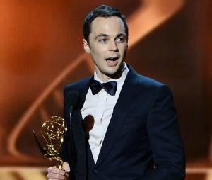 Emmy Awards 2013 : Jim Parsons accepte son trophée le 22 septembre 2013 à Los Angeles