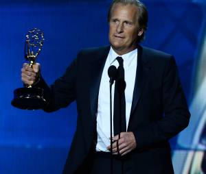 Emmy Awards 2013 : Jeff Daniels reçoit le prix de meilleur acteur dans une série dramatique pour The Newsroom le 22 septembre 2013 à Los Angeles