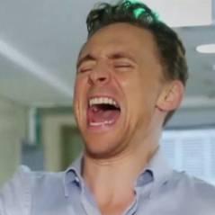 """Tom Hiddleston : ses tétons """"maltraités"""" dans un sketch du SNL coréen"""