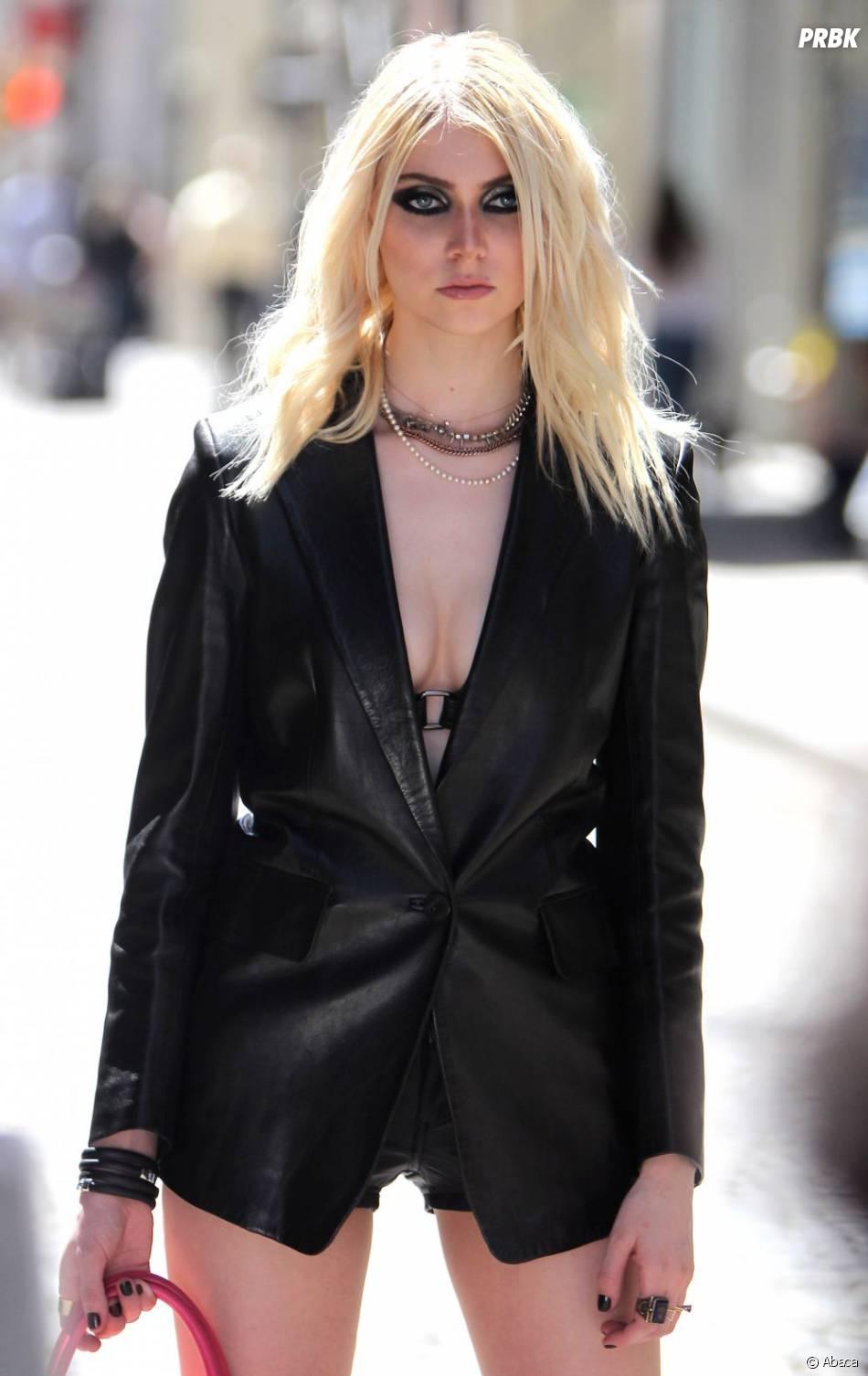 Taylor Momsen en total look black