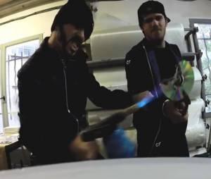 Casseurs Flowters : Orelsan et Gringe pètent un câble dans le clip La mort du disque