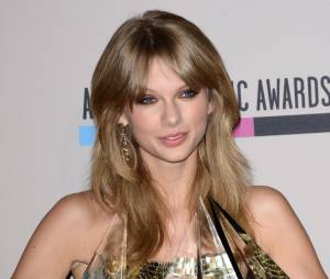American Music Awards 2013 : Taylor Swift les bras chargés