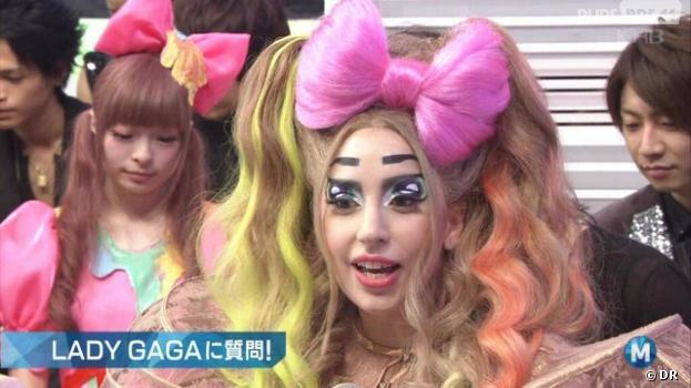 Lady Gaga maquillée en manga sur le plateau d'une émission tv japonaise, novembre 2013