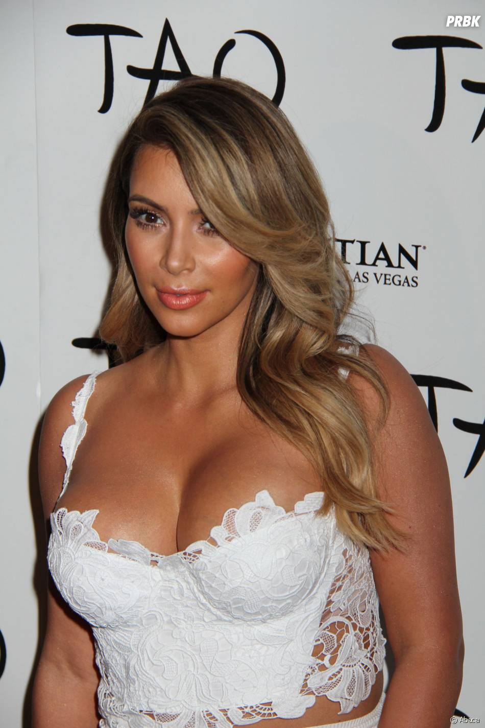 Kim Kardashian en robe blanche au château de Versailles ?