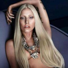 Lady Gaga : topless et sexy pour Versace