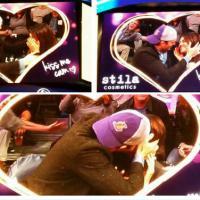 """Mila Kunis et Ashton Kutcher : baiser fougueux et délirant lors d'une """"Kiss Cam"""""""