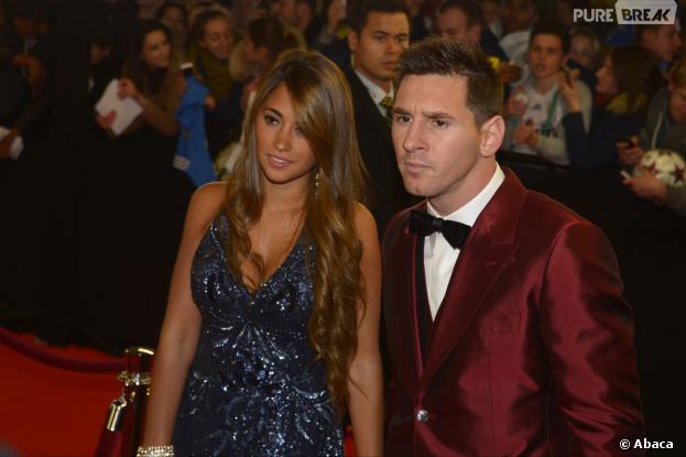 Lionel Messi : son costume bordeaux devient la risée de Twitter pendant la cérémonie du Ballon d'Or 2013, le 13 janvier 2014