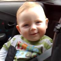 Ne cherchez plus : voici la vidéo la plus cute de la semaine (et en plus, c'est avec un bébé)
