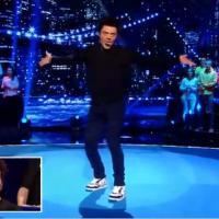 Kev Adams : danse sexy et course de chaise déjantée dans VTEP