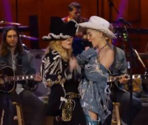 Miley Cyrus et Madonna : mashup sexy de Don't tell me et We can't stop pour le MTV Unlplugged