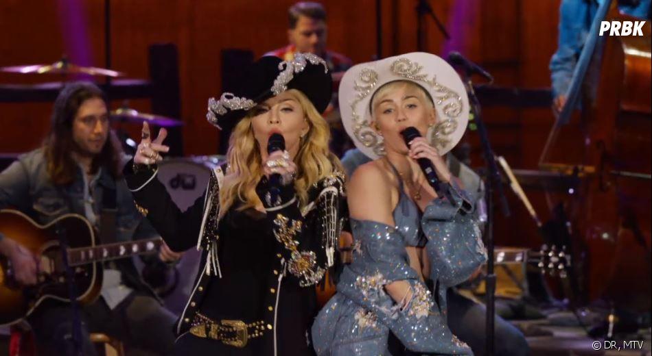 Miley Cyrus et Madonna en duo sur We can't stop / Don't tell me devant une poignée de spectateurs