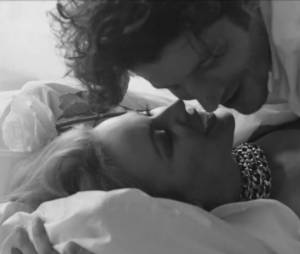 "Kylie Minogue : Into The Blue est le premier extrait de l'album ""Kiss Me Once"""