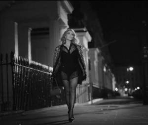 "Kylie Minogue : Into The Blue, le clip en mode ""aventure d'un soir"""